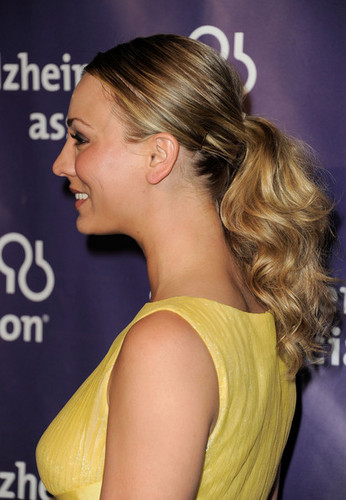 "Kaley Cuoco @ the 20th Annual ""A Night At Sardi's"" Fundraiser And Awards ディナー"