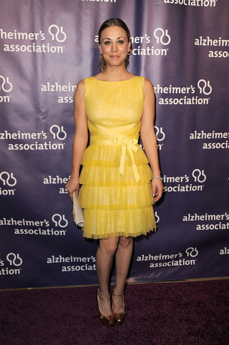 "Kaley Cuoco @ the 20th Annual ""A Night At Sardi's"" Fundraiser And Awards cena"