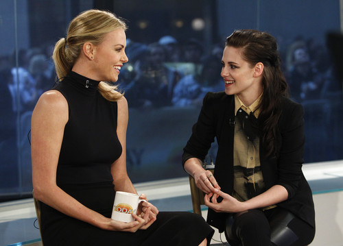 Kristen & Charlize Theron On The Today montrer 19/03