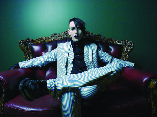 Marilyn Manson wallpaper probably containing a throne entitled Marilyn Manson