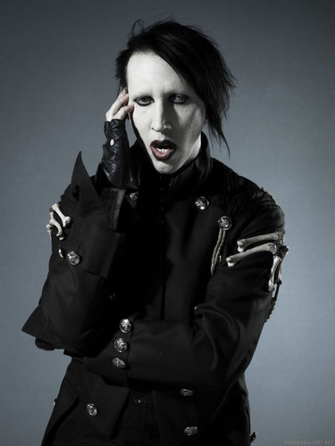 Marilyn Manson wallpaper possibly containing a trench coat, an overgarment, and a pea jacket entitled Marilyn Manson