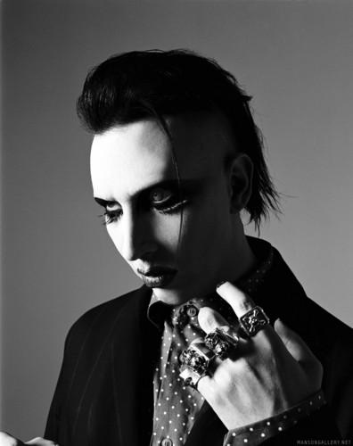 Marilyn Manson wallpaper containing a spatula titled Marilyn Manson