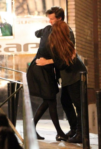 Matt Smith 壁纸 probably with a hip boot, a business suit, and a 街, 街道 called Matt & Karen <3