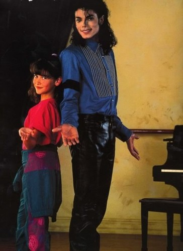 Michael with a young Jennifer l'amour Hewitt, how cute! ♥ ♥ ♥