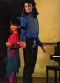 Michael with a young Jennifer Love Hewitt, how cute! ♥ ♥ ♥ - michael-jackson photo