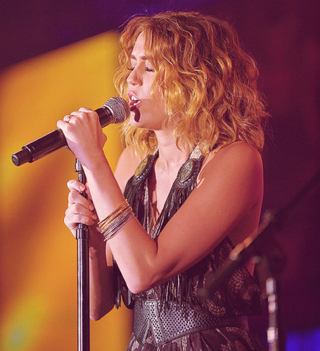 Miley-24. March- Celebrity Fight Night: Backstage & Performance