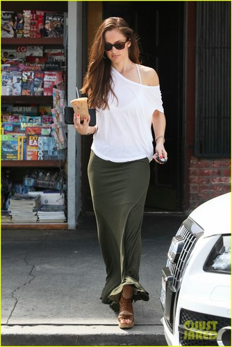 Minka Kelly achtergrond called Minka Kelly: Coffee Cutie