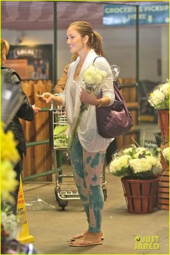 Minka Kelly: Fresh お花 in Beverly Hills