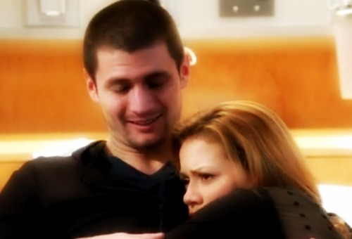 Nathan Scott wallpaper containing a portrait called Nathan & Haley amor <3