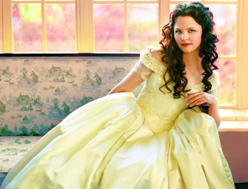 Snow White/Mary Margaret Blanchard wallpaper possibly with a gown, a bridal gown, and a makan malam dress called Princess Snow White