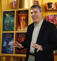 Rick Riordan karatasi la kupamba ukuta containing an athenaeum and a bookshop titled Rick Riordan