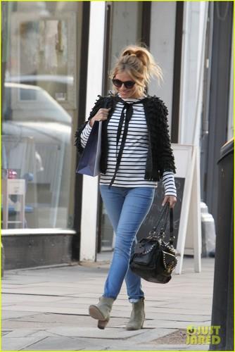Sienna Miller: Pregnant in Primrose ہل, لندن