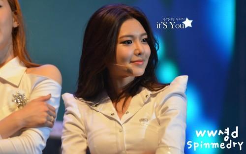 Sooyoung @ Twin Towers@Live 2012 tamasha