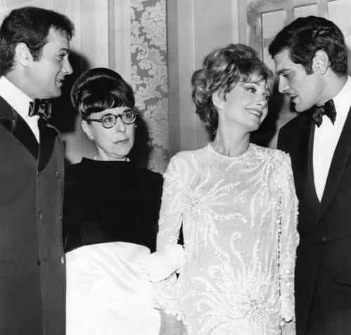 Tony Curtis, Edith Head, Anne Baxter & Omar Sharif
