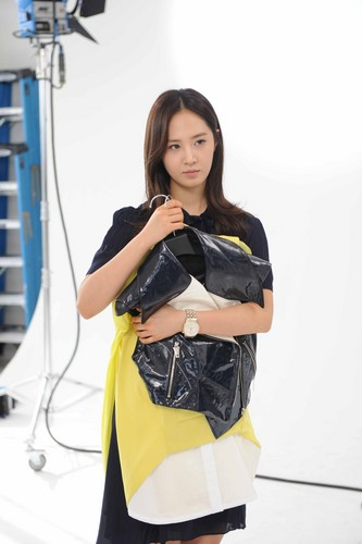 Yuri @ Fashion King