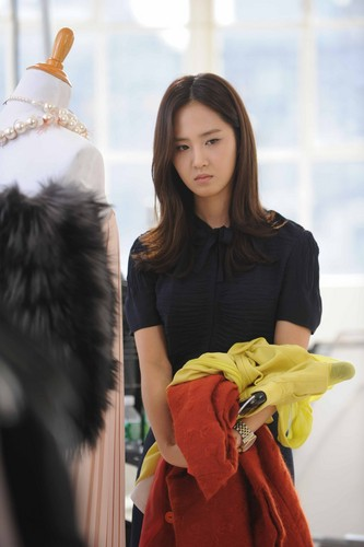 Yuri @ Fashion King