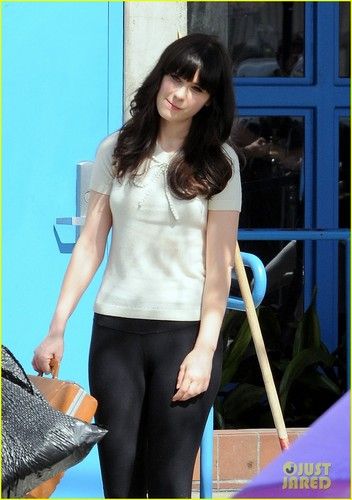 Zooey Deschanel: Working Girl on 'New Girl' Set