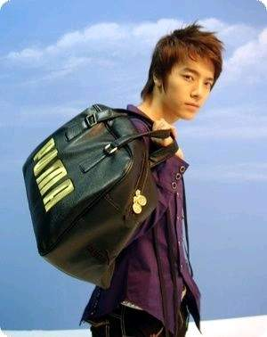 donghae w/ a bag