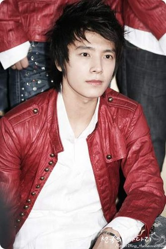 in red - lee-donghae Photo