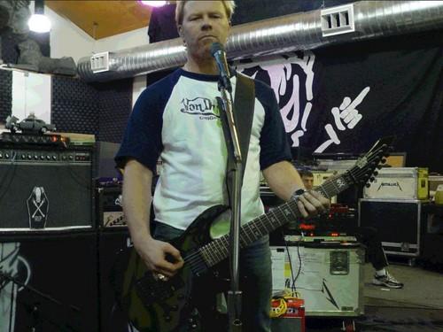 James Hetfield fond d'écran containing a guitarist and a concert titled james hetfield