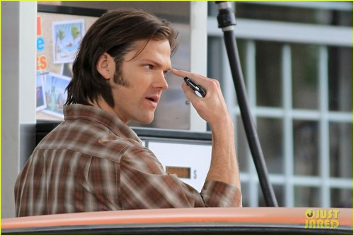 shoot a scene for Supernatural at a gas station
