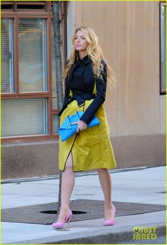 Blake Lively: Mellow in Yellow for &#39;Gossip Girl&#39; - blake-lively Photo