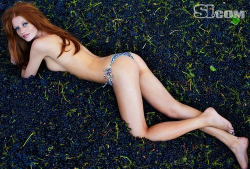 swimsuit si wallpaper containing skin titled Cintia Dicker