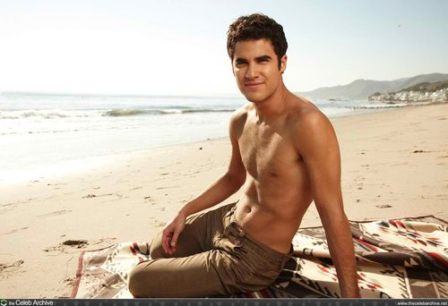 Darren Criss پیپر وال probably containing skin called DARREN SHIRTLESS!!!!!
