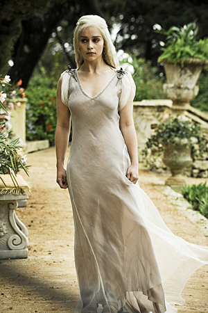 Daenerys Targaryen fond d'écran possibly containing a dîner dress, a gown, and a bridesmaid called Daenerys Targaryen