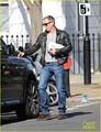 Daniel Craig steps out with a newspaper in London 26/03/12 - daniel-craig photo