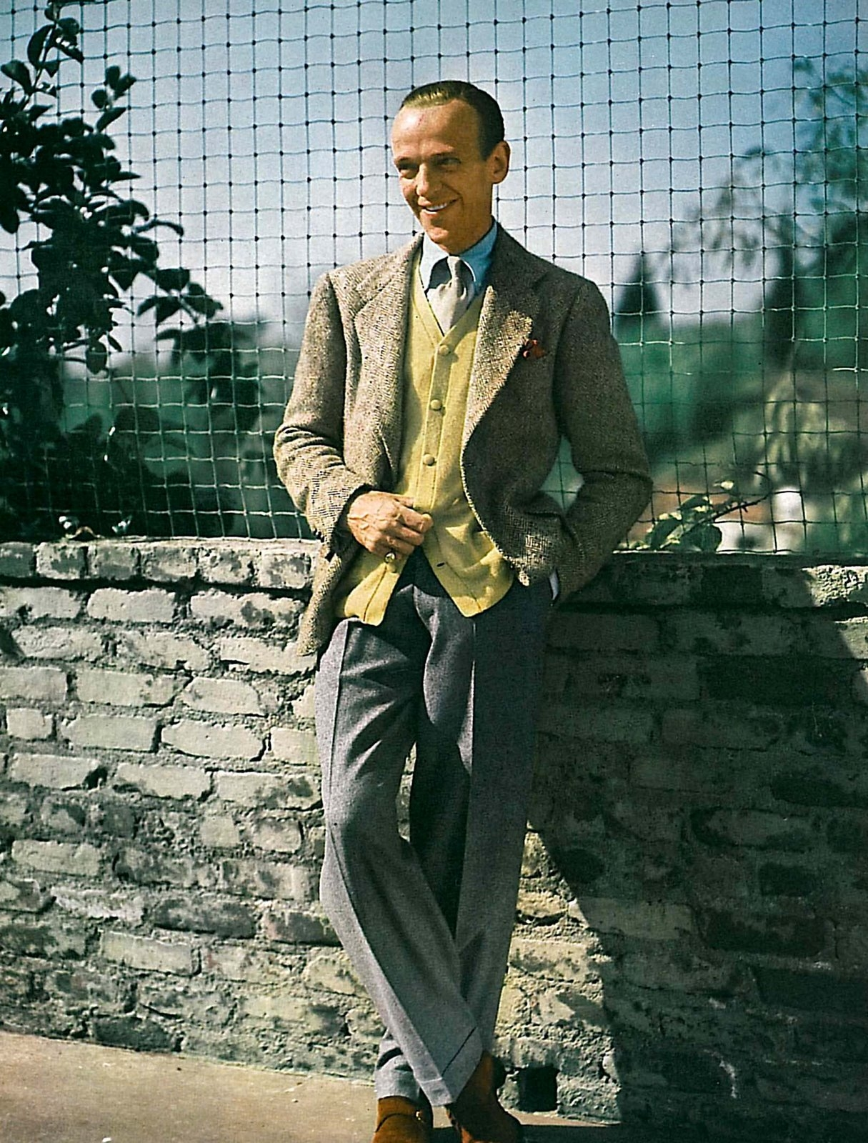 http://images5.fanpop.com/image/photos/30000000/Fred-Astaire-fred-astaire-30070203-1215-1600.jpg