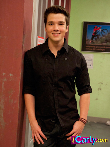 How Old Is Carly In Icarly