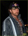 Gerard Butler Cheers On the Lakers - gerard-butler photo