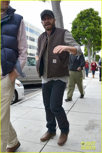 Jake Gyllenhaal kertas dinding containing a business suit, a street, and a laluan kenderaan, jalan titled Jake Gyllenhaal: Low-Key Lunch at Urth Caffe