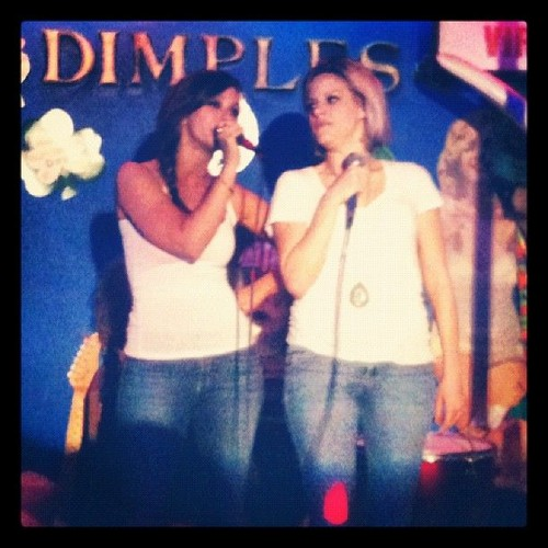 Jennifer প্রণয় Hewitt At Dimples In Los Angeles [24 March 20120