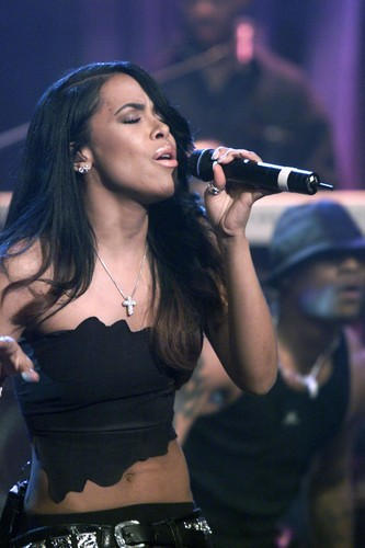 Aaliyah achtergrond probably with a concert called Just-Aaliyah.Net Exclusive! HQ Aaliyah performs 'Try Again' on vlaamse gaai, jay Leno's toon