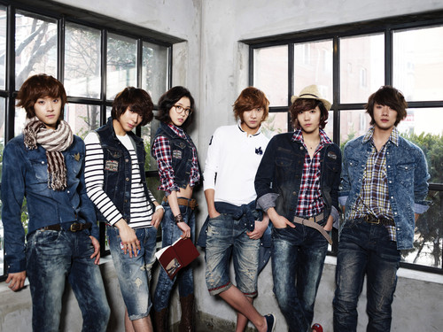 FT ISLAND (에프티 아일랜드) Hintergrund containing long trousers and a jean titled Litmus Spring 2011
