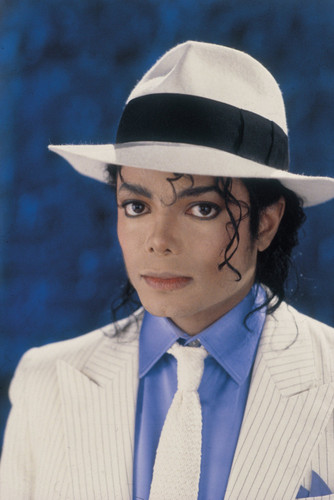 Michael Jackson Hintergrund with a snap brim hat, a fedora, and a boater called Michael Jackson (HQ = High Quality)