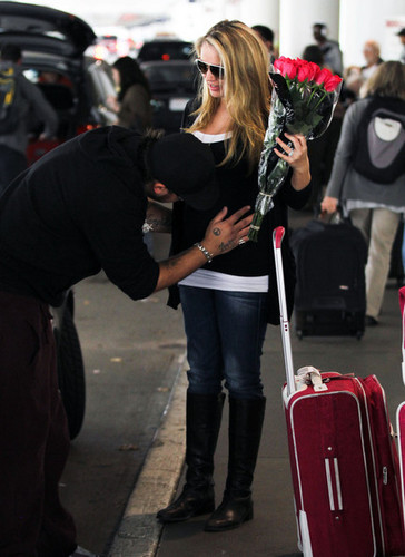 Mom-to-be Tiffany Thornton greeted with pag-ibig