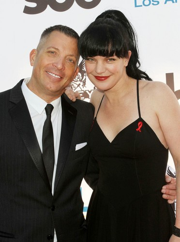 Pauley Perrette arrives at APLA's 'The Envelope Please' Oscar viewing party at The Abbey  - pauley-perrette Photo