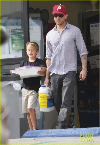Ryan Phillippe: Petco Stop with Deacon