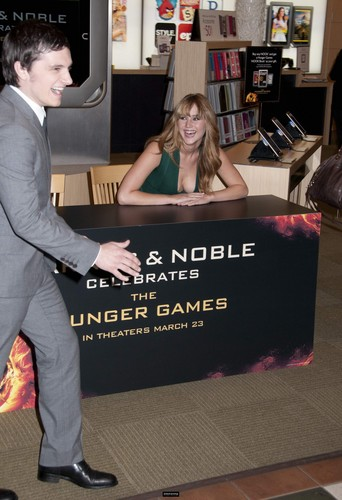 THG book signing at Barnes and Noble