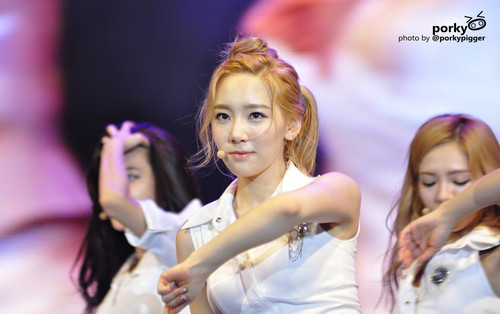 Taeyeon @ Twin Tower Live 2012 concert