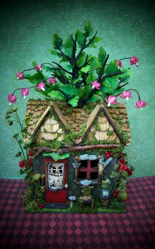 19th hari Miniatures Fairy House of Bleeding Hearts