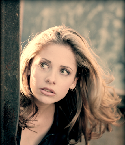 Buffy the Vampire Slayer karatasi la kupamba ukuta containing a portrait entitled BtVS~Sarah Michelle Gellar♥