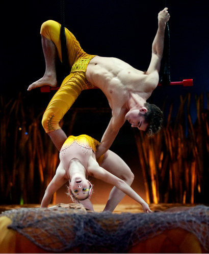Cirque du Soleil karatasi la kupamba ukuta possibly containing a barrow entitled Cirque du Soleil: TOTEM trapeze duo