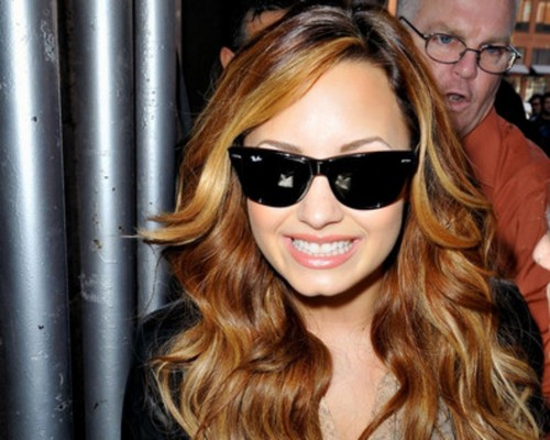 Demi Lovato wallpaper containing sunglasses called Demi♥