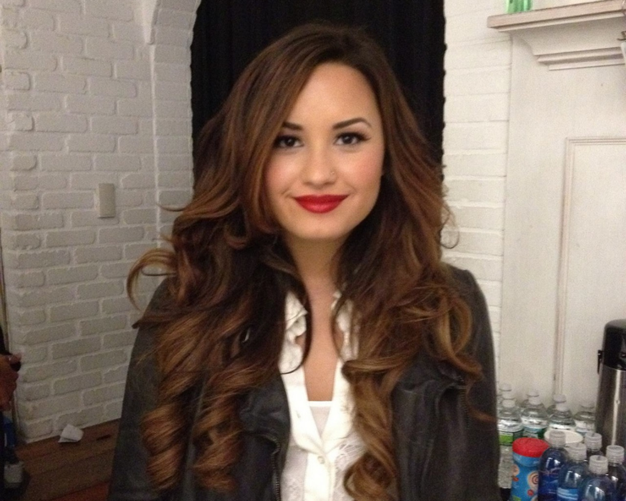demi lovato Demi lovato remains in the hospital following an apparent drug overdose at her home on tuesday.