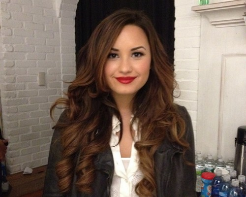 Demi Lovato پیپر وال possibly containing a well dressed person, a box coat, and an overgarment entitled Demi♥