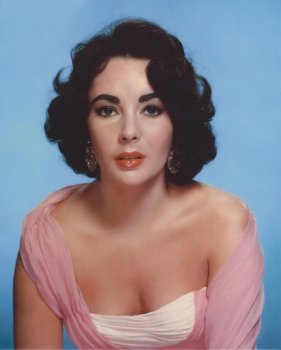Elizabeth Taylor karatasi la kupamba ukuta possibly containing a portrait and skin called Elizabeth Taylor